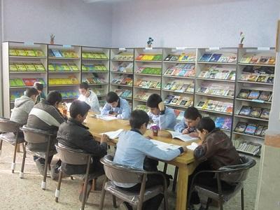 کتابداری که دانشآموزان را عاشق کتاب میکند