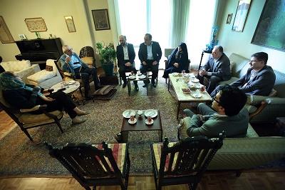 عیادت اشرف بروجردی از نخستین رئیس آرشیو ملی ایران