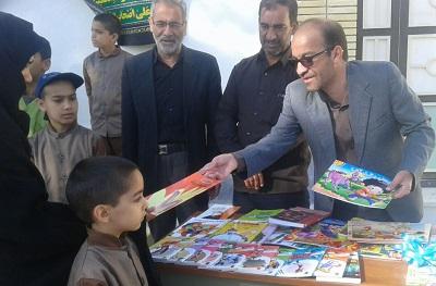 خیرات کتاب؛ گروهی که به یاد پدران، کتابخانه های مدارس فرزندان محروم را احیا می کند