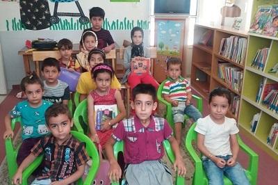 نشست قصهگویی برای کودکان در کتابخانه قائممقام فراهانی شهر فرمهین