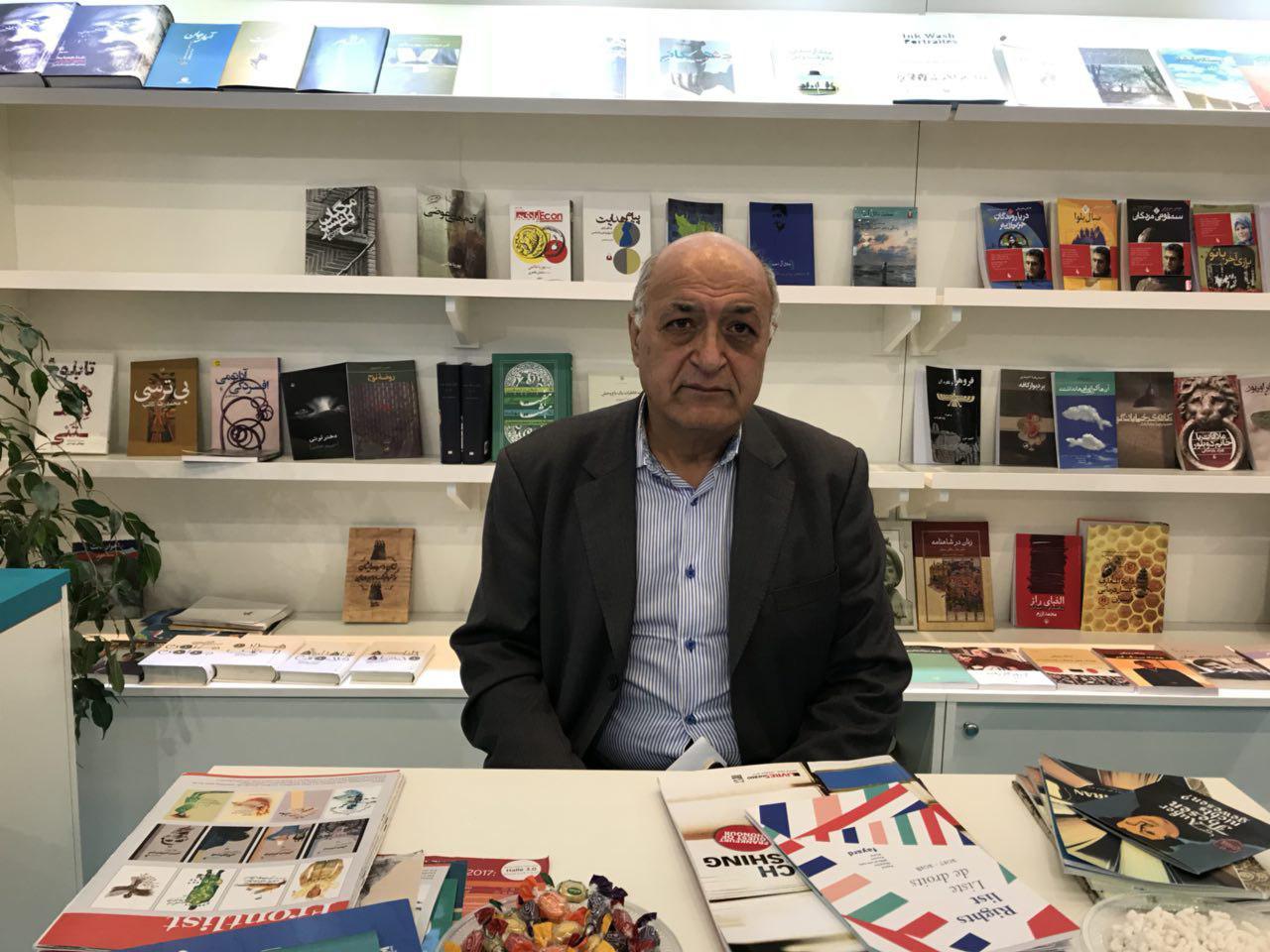 آموزگار بر لزوم پیگیری مذاکرات انجام گرفته در نمایشگاه فرانکفورت تاکید کرد