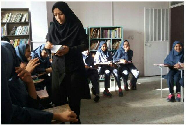 دبیرستان دخترانه راه زینب سمنان میزبان نشست کتابخوان شد