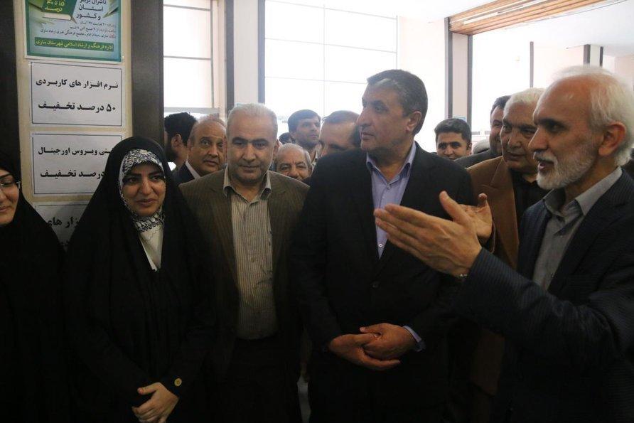 بازدید استاندار مازندران از غرفه اداره کل کتابخانههای عمومی در نمایشگاه کتاب ساری