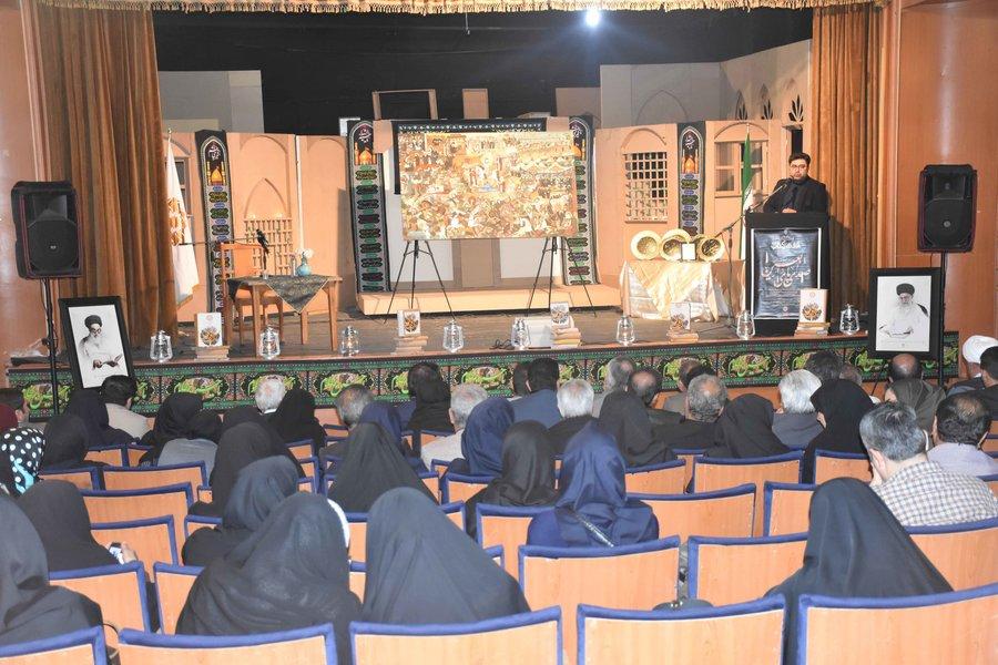 نشست کتابخوان «صدای پای اربعین» در شیراز برگزار شد