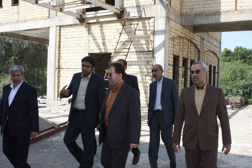 بازدید رئیس مجمع نمایندگان هرمزگان از پروژه کتابخانه مرکزی بندرعباس