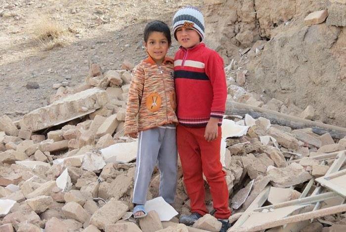 ارسال بسته های ویژه کتاب و اسباب بازی برای کودکان زلزله زده استان کرمانشاه