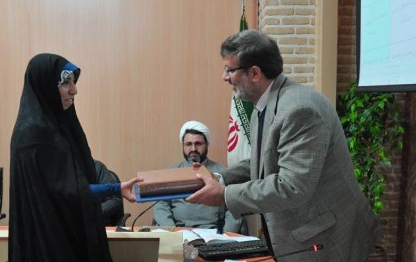 رادیو معارف از فائزه فرهودی کارشناس حوزه کتاب و کتابخوانی تجلیل کرد