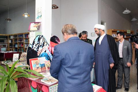 بازدید امام جمعه مهریز یزد از کتابخانه عمومی مجتمع فرهنگیو هنری مهریز
