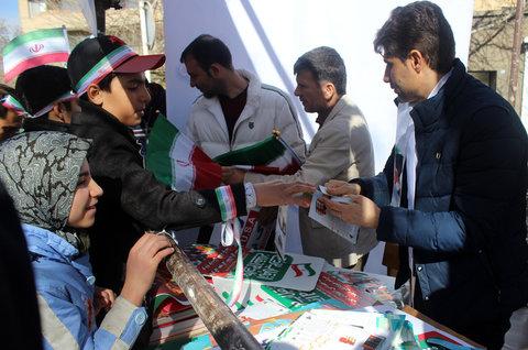 استقبال پرشور مردم انقلابی همدان از غرفه ادارهکل کتابخانههای عمومی استان همدان