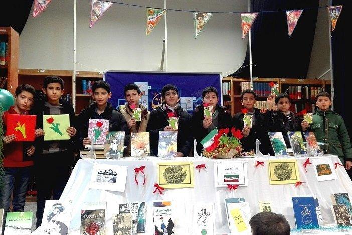 نشست کتابخوان ویژه دهه فجر در کتابخانه عمومی شهید رجایی عجبشیر آذربایجان شرقی