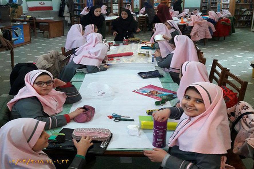طولانیترین کلاژ کتابخانهای «دهه فجر و انقلاب اسلامی» در ملایر استان همدان ساخته شد