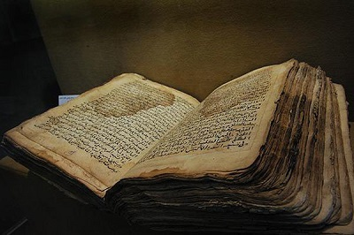 وزارت ارشاد ایران 228 جلد کتاب نفیس اسناد خطی را به عراق اهدا کرد!