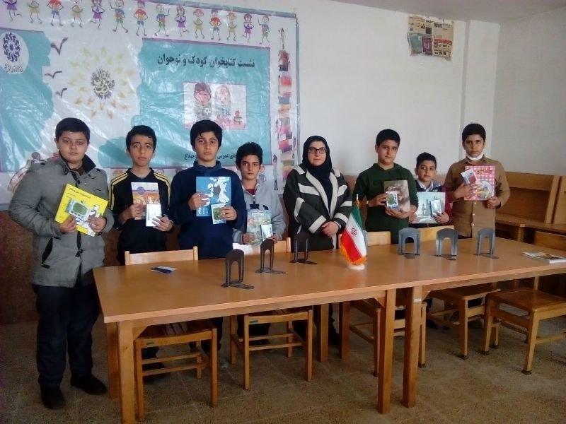 برگزاری نشست کتابخوان با حضور کودکان و نوجوانان در روستای هیو استان البرز