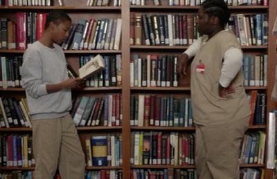 ممنوع کردن ادبیات در زندانها نادیده گرفتن انسانیت آنهاست