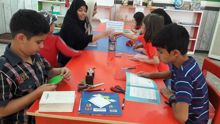 نشست جمع خوانی قرآن کریم در کتابخانه شهید زمانی دزفول در استان خوزستان