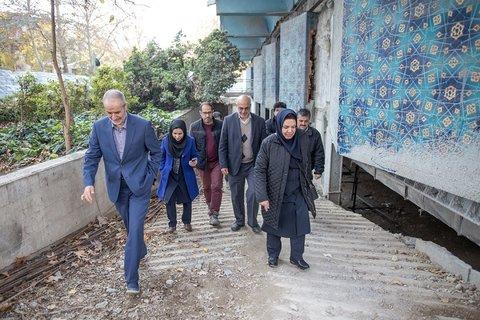 بازدید مسئولان نهاد کتابخانه ها از پروژه کتابخانه پارک شهر تهران