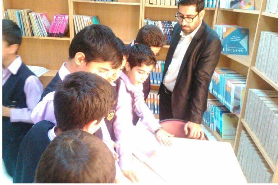 کتابخانه مرکزی سمنان، میزبان دانش آموزان مدرسه رفاه شد