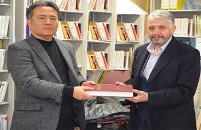 اهدای دایره المعارف اسلامی به دانشگاه تویو ژاپن