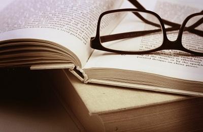 نقد کتابهای «لحظههای انقلاب» و « تولدت باشد برای فردا»