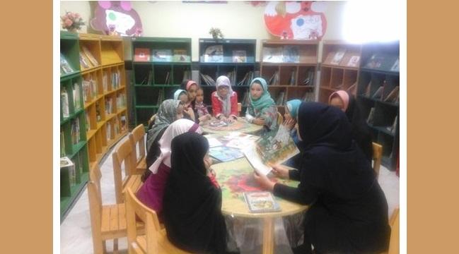 چهل نشست خلاقانه ترویجی آموزشی با طعم کتاب در کتابخانههای عمومی قم