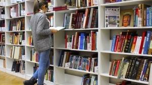 به رسمیت شناختن کتاب فروشیها به عنوان کسب و کارهای ضروری