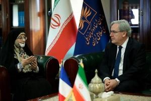 تقویت همکاریهای کتابخانهای و آرشیوی بین ایران و فرانسه