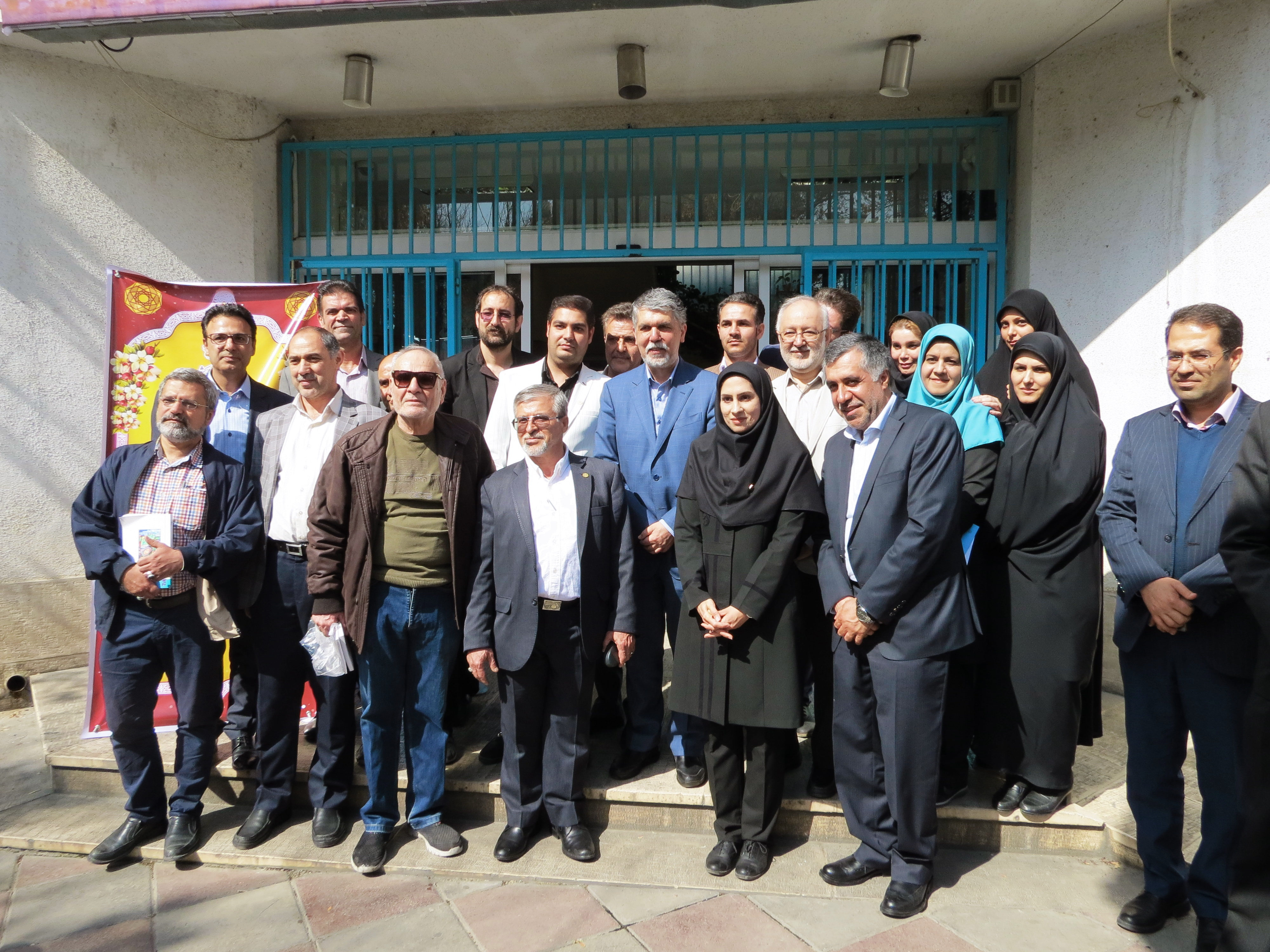 Culture Minister of Iran Joins the Tour of Libraries